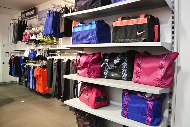 581ce908aa29 Стоковый дисконт-центр Nike. Вещи и товары для спорта и активного ...