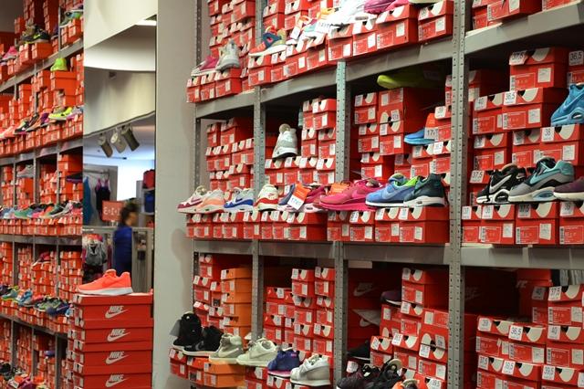 c544ee335c89 Стоковый дисконт-центр Nike. Вещи и товары для спорта и активного отдыха    ТРК Plazma