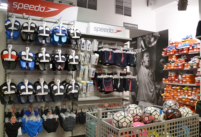 Стоковий дисконт-центр Nike. Речі і товари для спорту та активного ... c03764aafe846